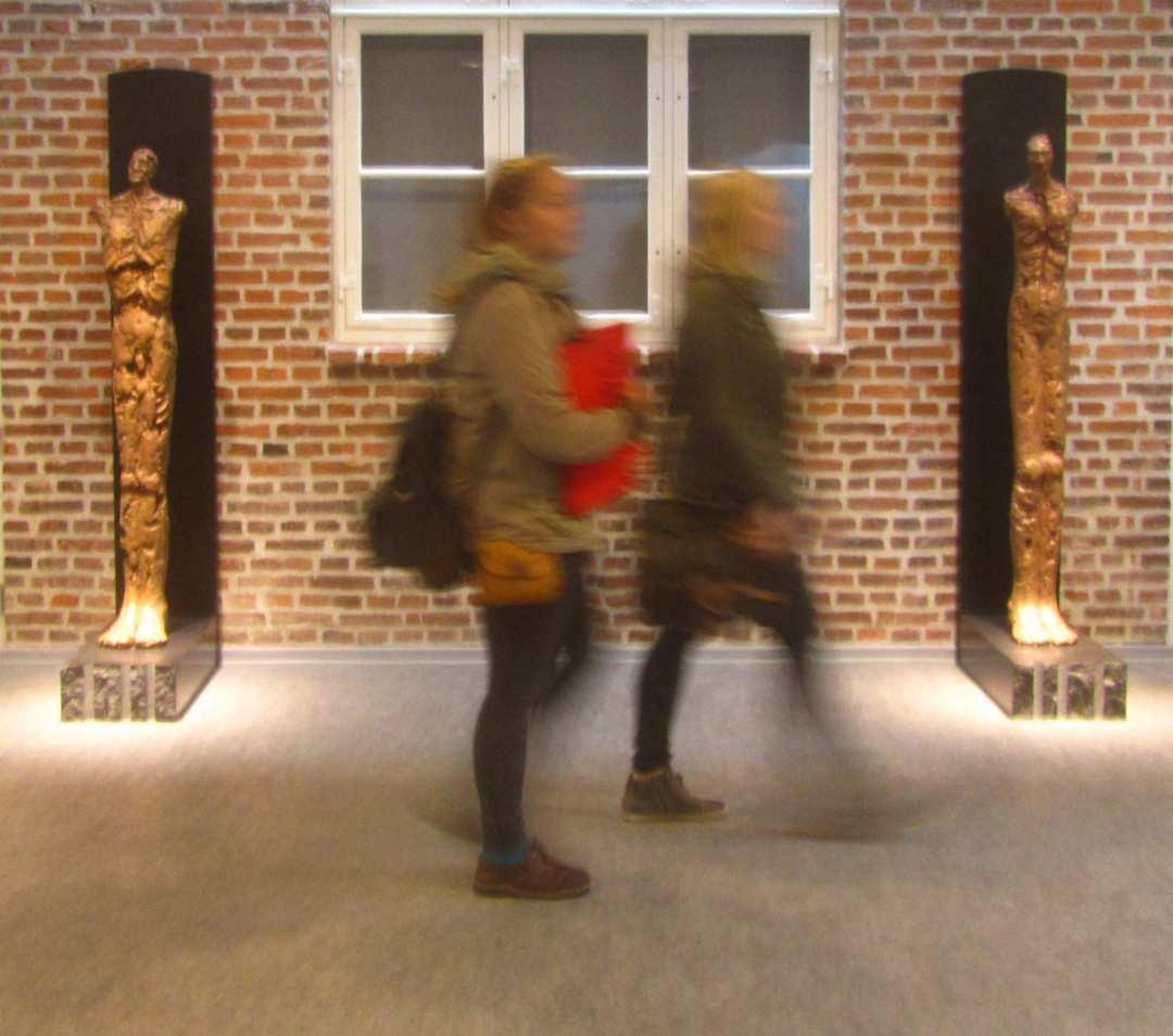 Menneske  lighed  / Two Human Beings, bronze Ribe Katedralskole, højde / heigth 180 cm  2014