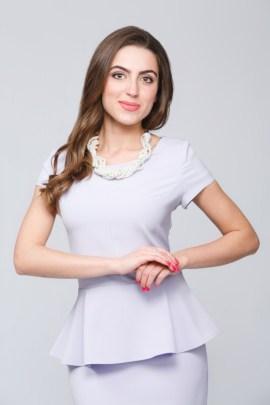 Сиреневая блуза с баской