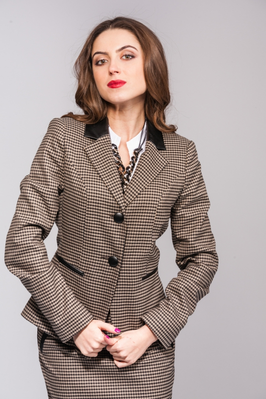 Стильный пиджак с отделкой