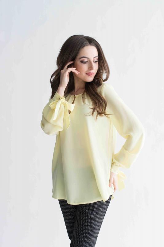 Желтая блуза с бантами