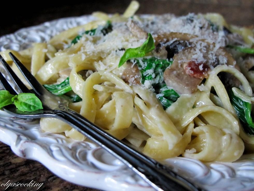 Bacon, Mushroom & Spinach Pasta
