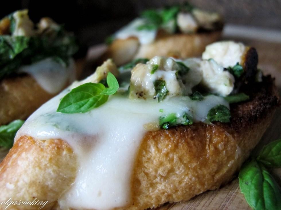 Chicken Spinach Crostini