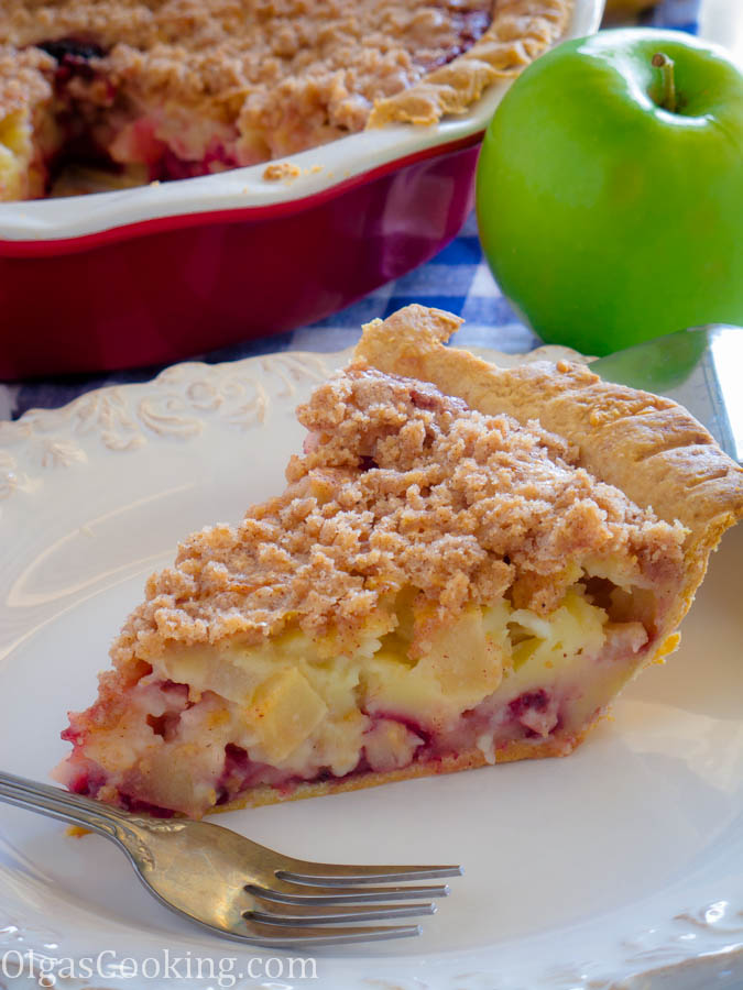 Best Sour Cream Apple Berry Pie Recipe