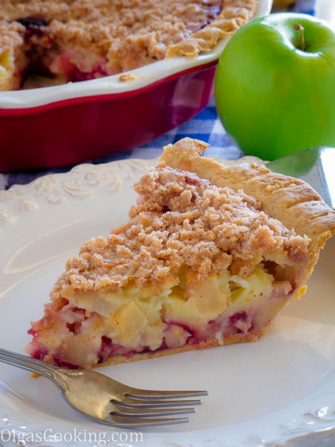 Best Sour Cream Apple Berry Pie Recipe