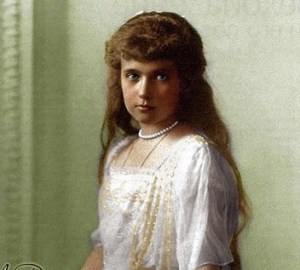 Anastasia-Nikolayevna-colourised-photo-anastasia-romanov-31275863-398-500
