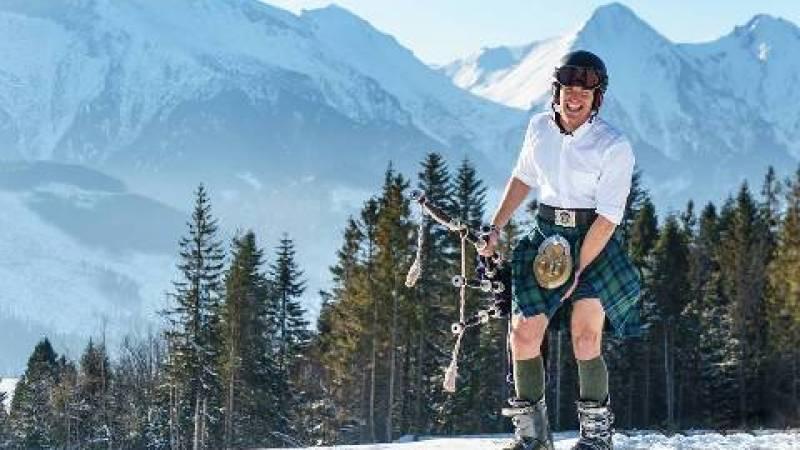 História inspiradora do escocês que viaja pelo mundo tocando sua gaita de fole e registrando fotos com ela pelo mundo todo. Na neve, no deserto e até na praia.