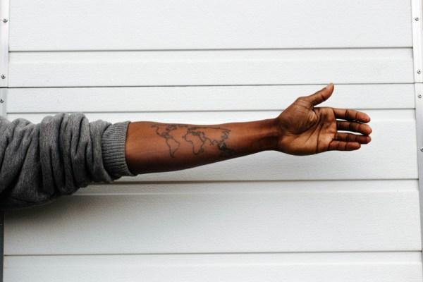 Mapa do mundo é umas das melhores opções de tatuagens de viagem