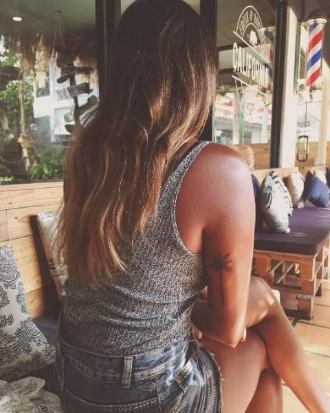 Para quem ama praia, as tatuagens de viagem de praia são opção