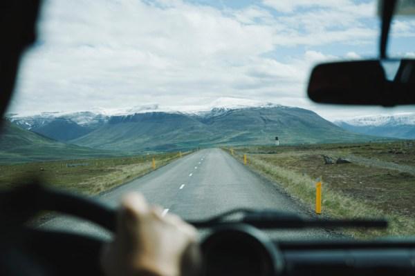 Viajar solteiro decidindo os lugares