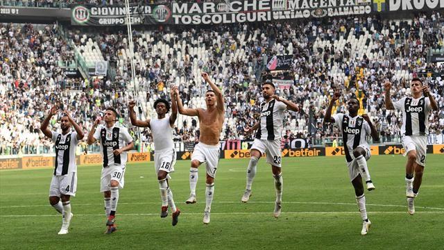 Juventus+celebrating+after+scoring+a+goal.+%0A