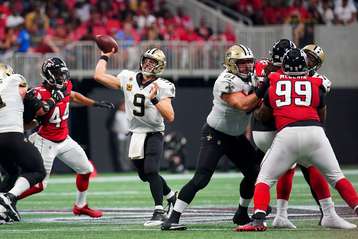 Drew Brees (9) throws a pass in the last meeting between the Falcons and Saints.