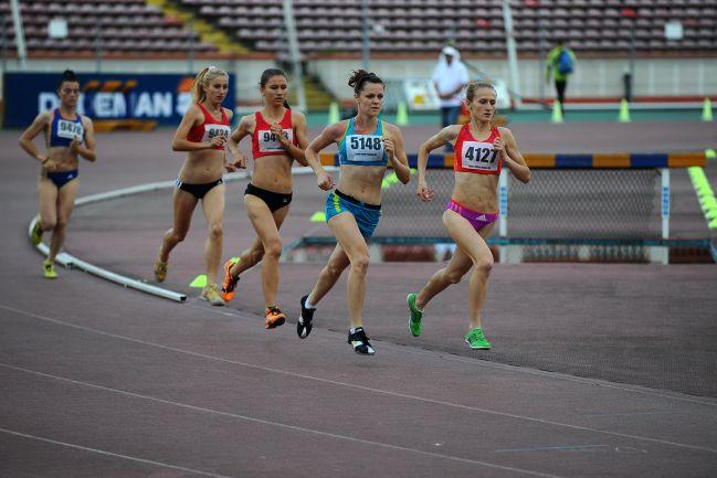 int - Atleții la Campionatele Internaționale