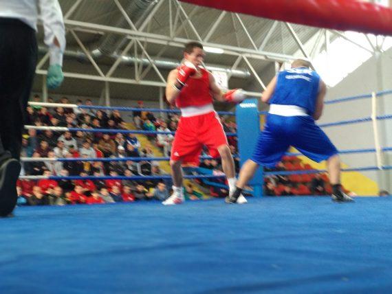 buhaian 1 - Doi boxeri la Campionatele Naționale