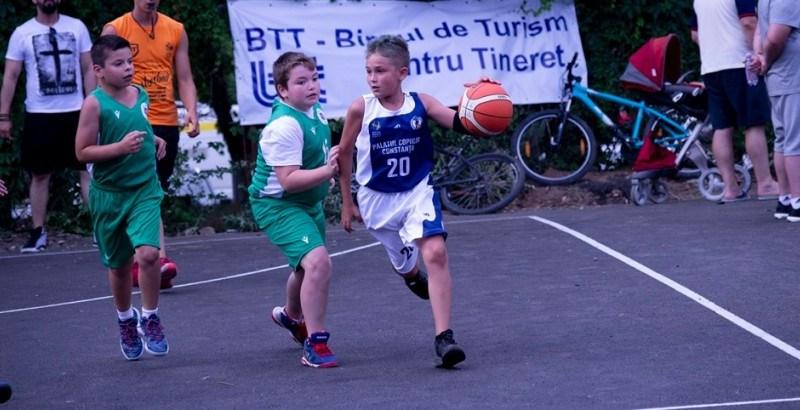 cnU12 - Baschetbalistele la Campionatul Național de minibaschet