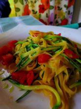 タリオリーニ ズッキーニとミニトマトソース