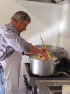 ペコリーノチーズ造り