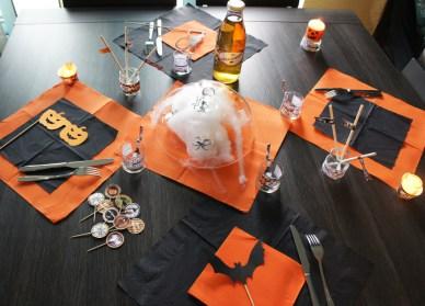 https://i1.wp.com/olive-banane-et-pasteque.com/wp-content/uploads/2013/10/table-Halloween.jpg?resize=388%2C279