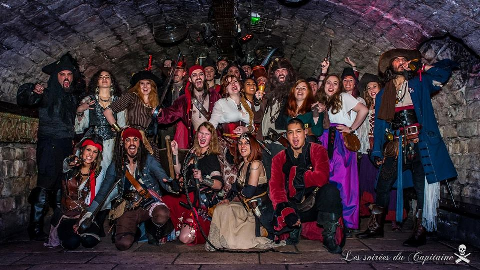 Soirées du Capitaine photo de groupe pirate paris