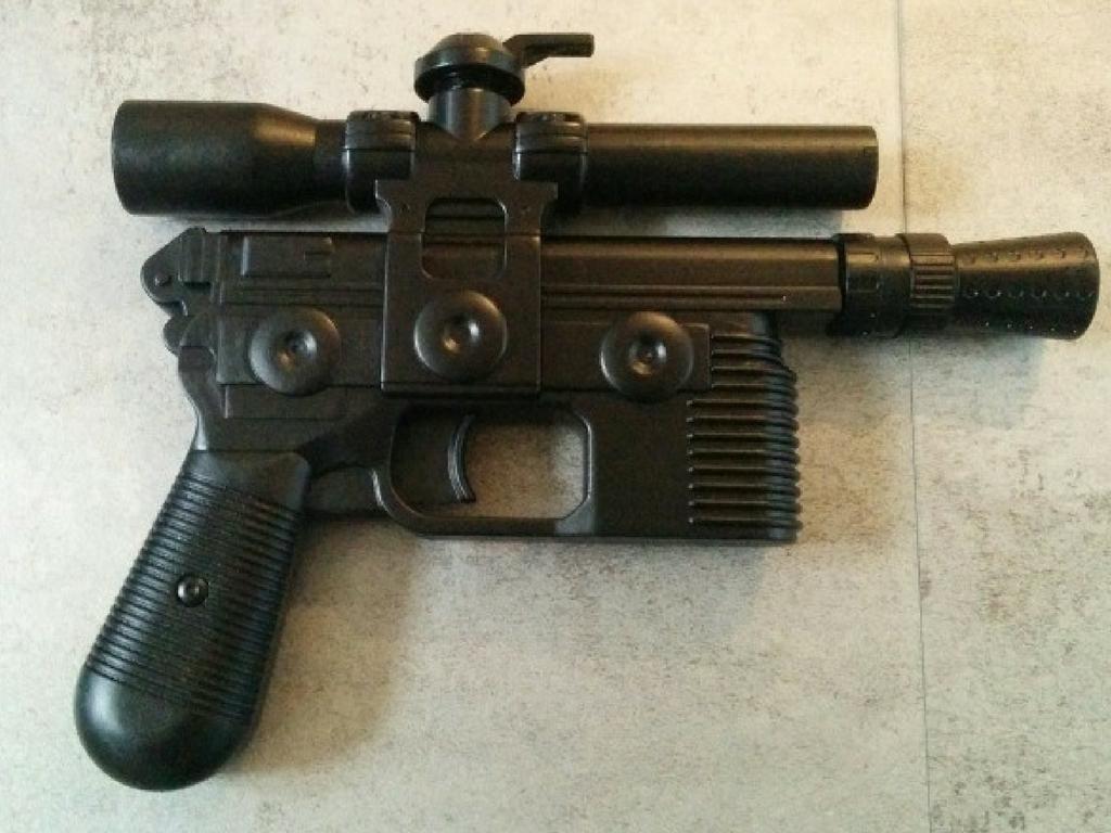 Pistolet à Eau Avec La Sous Couche Noire