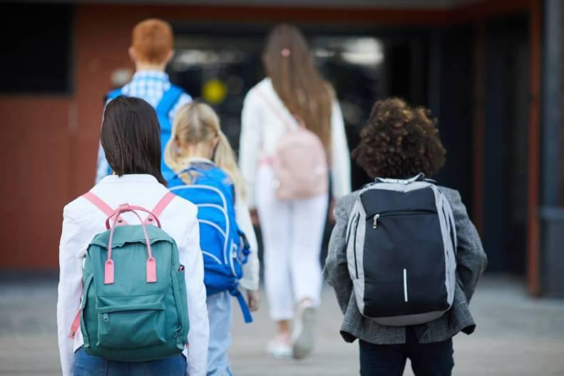 Laisser les enfants rentrer seuls après l'école