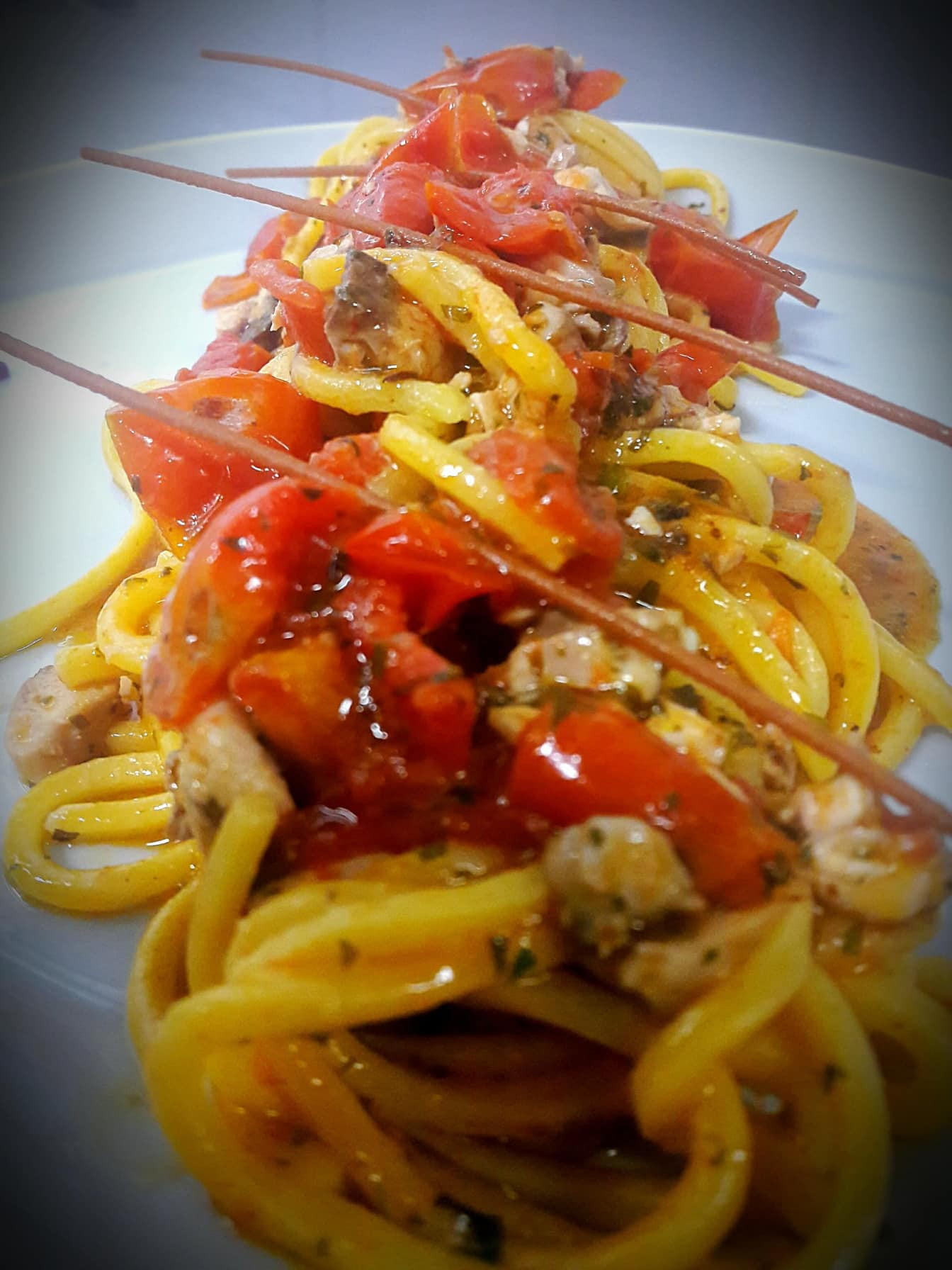 Spaghetti-al-pesce-persico-e-pachino
