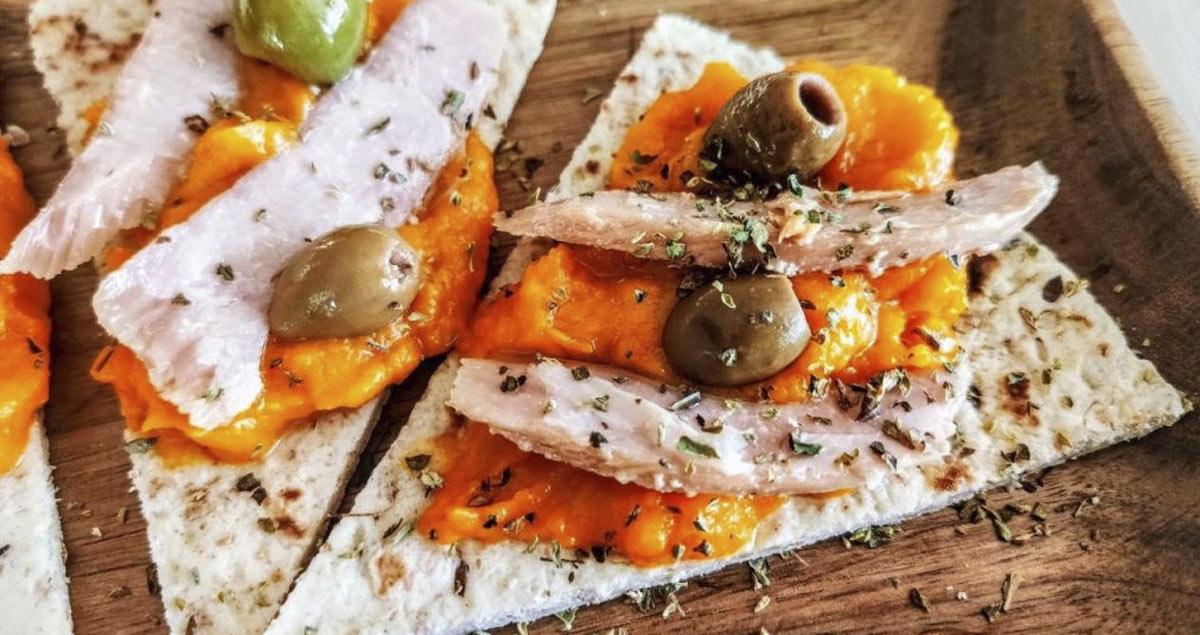 Piadine con crema di zucca olive e tonno
