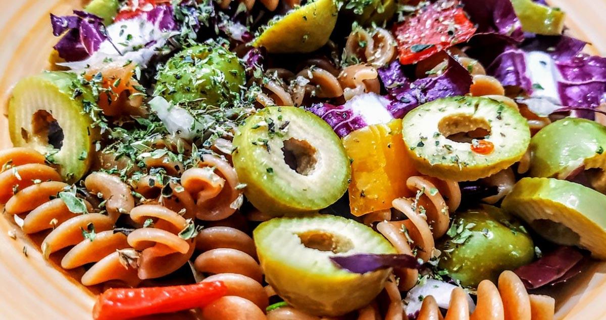Pasta-di-lenticchie-radicchio-e-olive