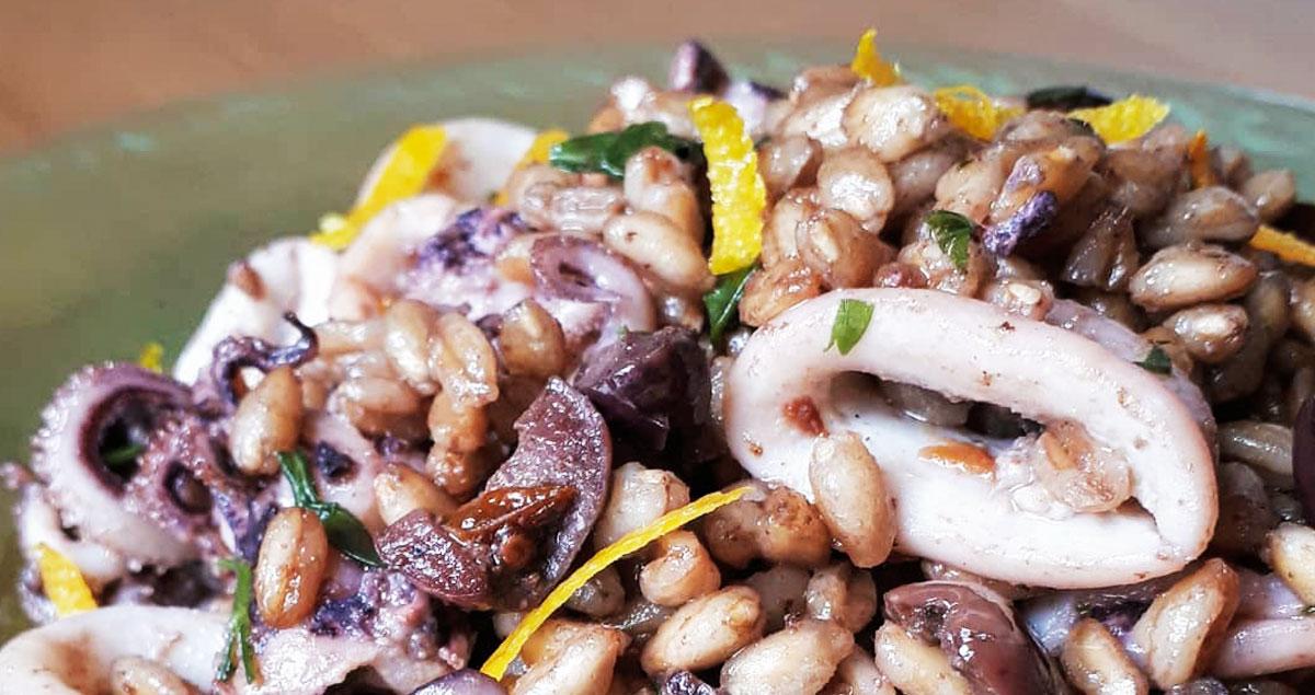 insalata-di-farro-con-calamari-ed-olive