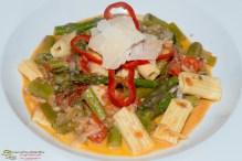 Frische Hartweizen-Rigatoni mit Spargel Gorgonzola