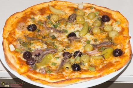 Hartweizen-Sardellenpizza