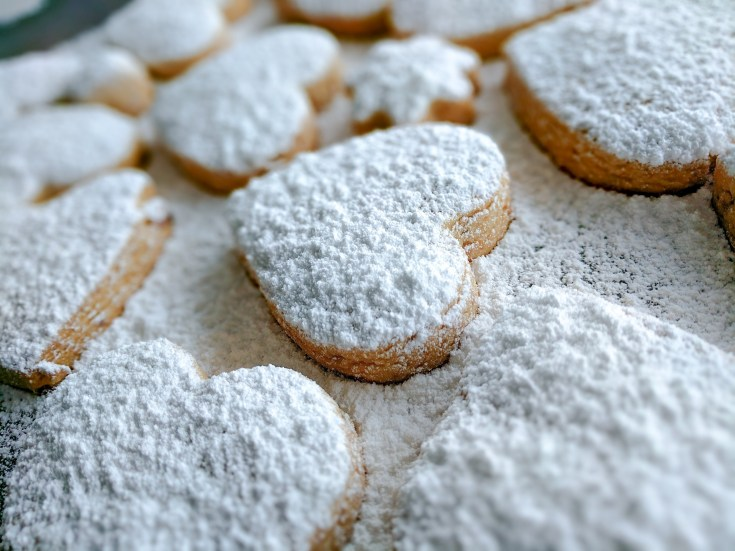 Kourambiethes with Almond | Kourambiedes | Greek Shortbread | Κουραμπιέδες.