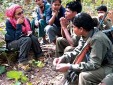 arundhati-roy-maoist