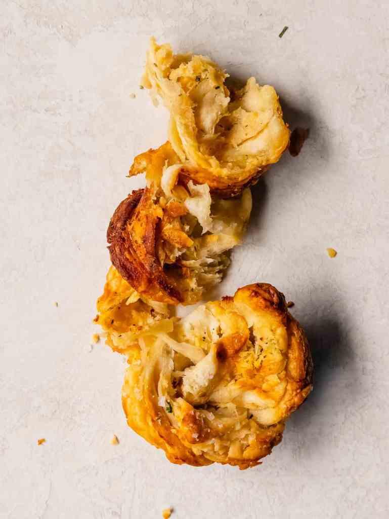 easy twisted garlic cheese rolls