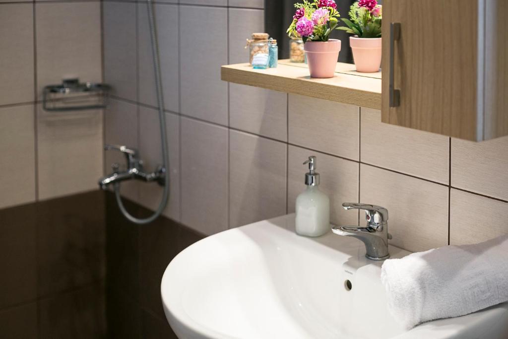 olivetree superior apartment floor bathroom