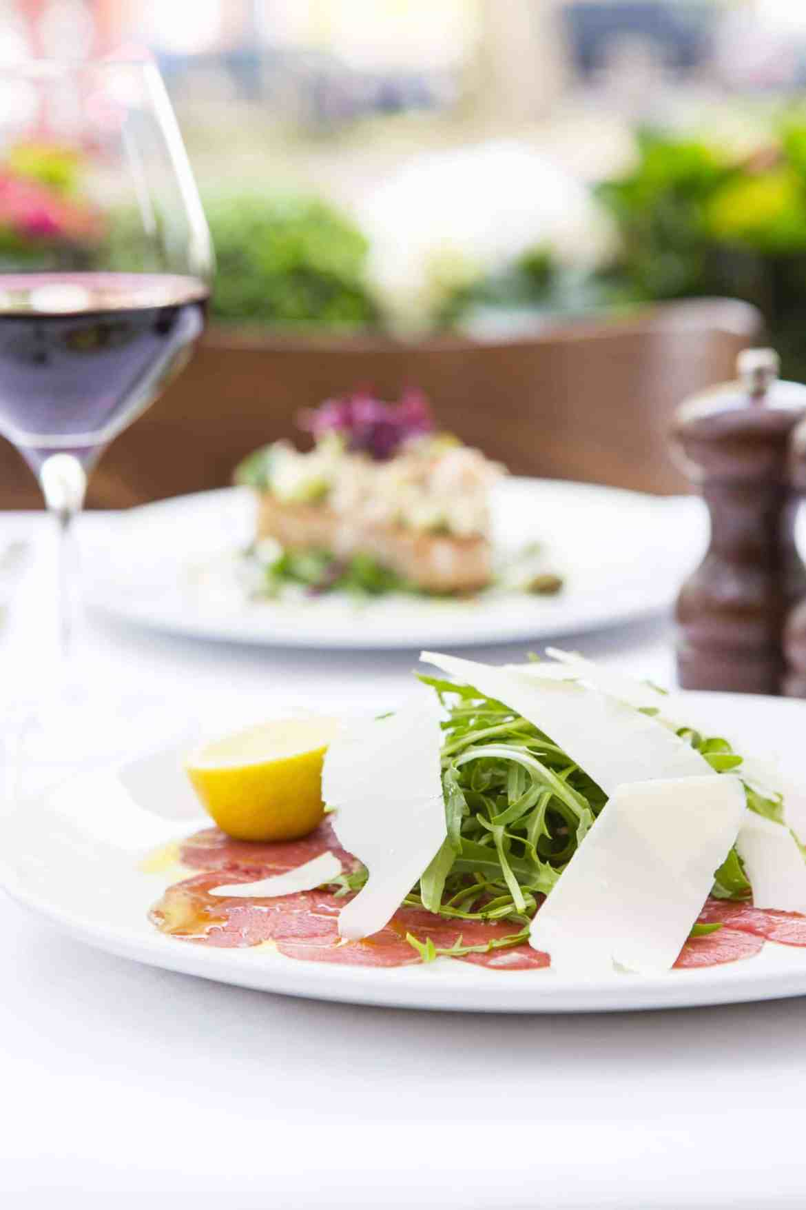Carpaccio Di Manzo thinly sliced beef, rocket, topped with parmesan & lemon gf   -£7 (3)