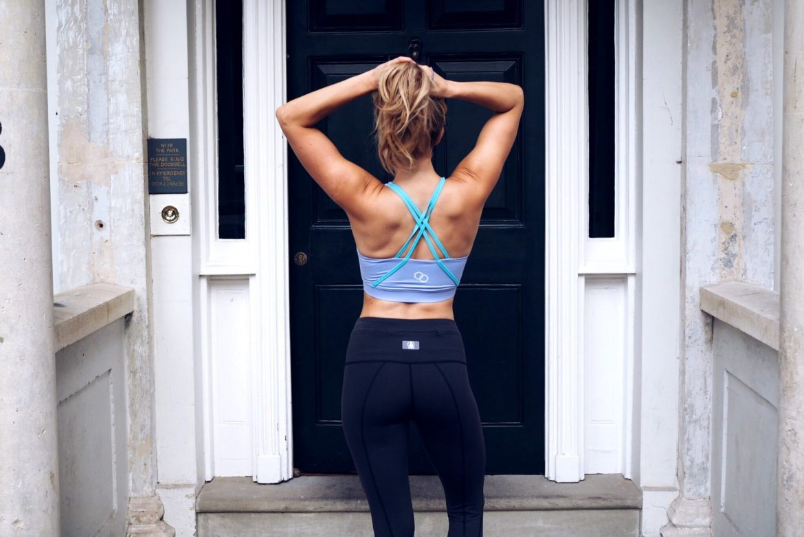 olivia cox, bodyboss, fitness, curtsey lunge, squat, girls who lift, girls who train, fitness blogger, athleisure, strong not skinny, british army, influencer, army, body boss, boss, v sit, crunch, abs, workout, wod, training, hiit, at home workout, weight loss, pt