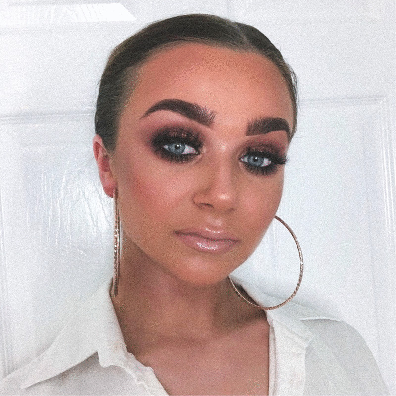 My passion for makeup started due to enduring years of severe acne. I learnt the art of makeup to express myself and allow myself to feel more confident.