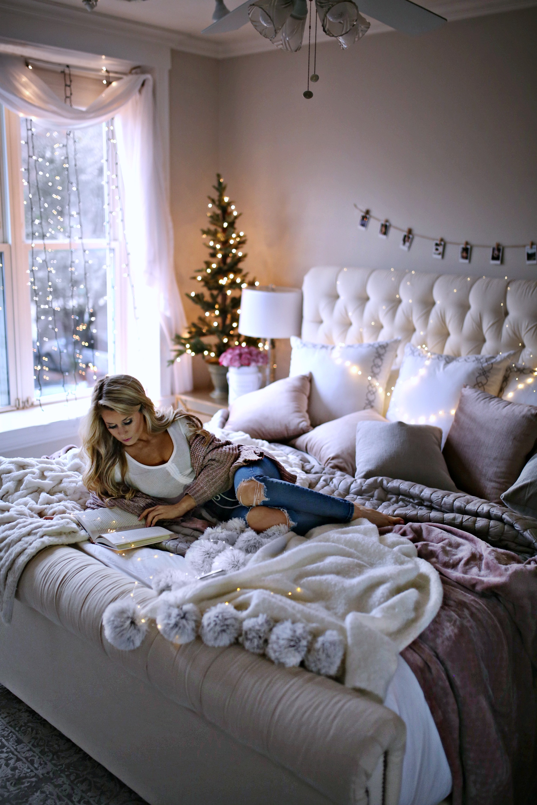 7 Holiday Decor Ideas for Your Bedroom - Welcome to Olivia ... on Room Decorations  id=71721