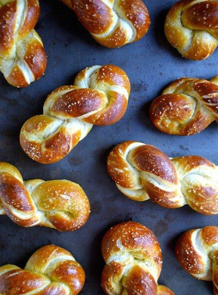 easy-homemade-soft-pretzels-recipe