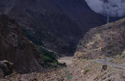 La vallée de l'Indus à proximité de Shengus, le 4 août 1999