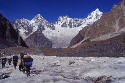 Descente en direction du massif du Masherbrum, le 18 août 1999