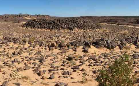 Tumulus préhistorique près de l'oued Tarrent-tin-Essa, le 9 mars