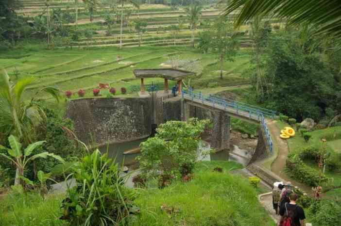 L'écluse alimentant le canal d'irrigation, le 6 juillet 2007