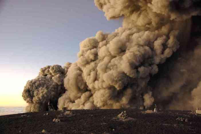 Le Semeru explose alors que nous sommes au sommet ! (20 juillet 2007)