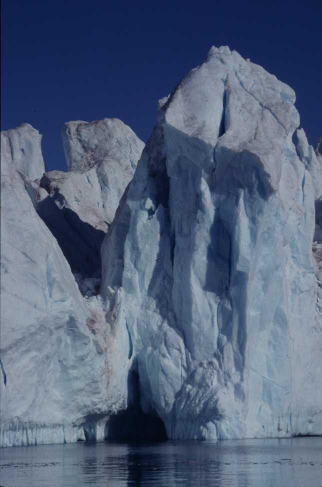 Gros plan sur un iceberg de l'Isfjord, le 21 août 2002