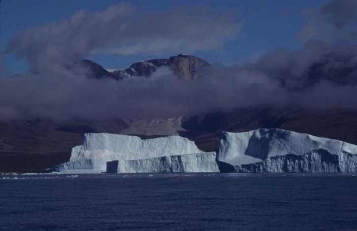Icebergs près de Sarqaq, le 19 août 2002