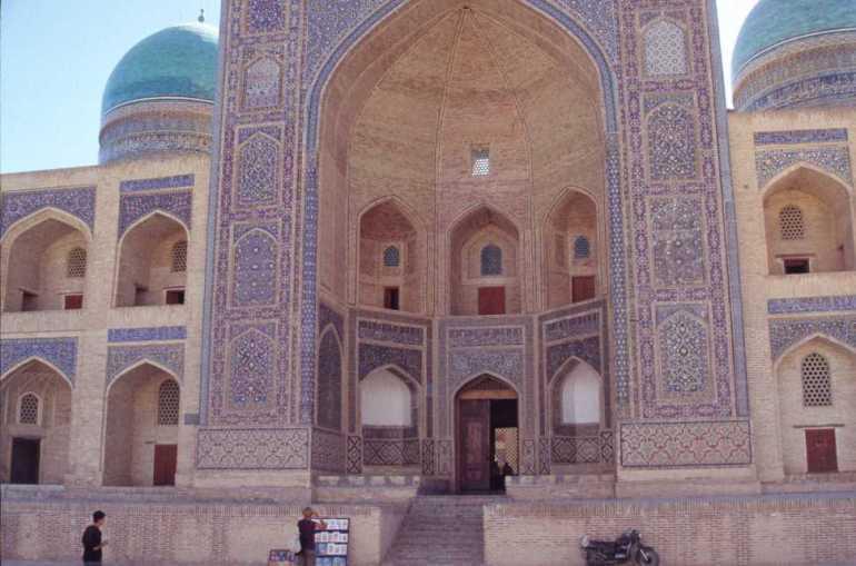 La médersa Mir-i-Arab de Boukhara, le 24 août 2004