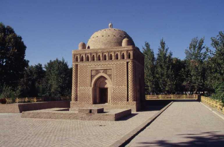 Le maurolée d'Ismaïl Samani à Boukhara, le 24 août 2004