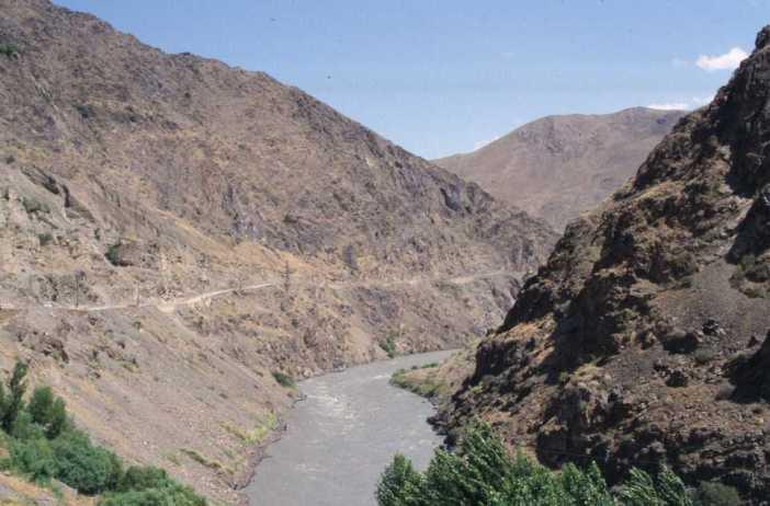 La vallée de la rivière Zeravchan, le 10 août 2004