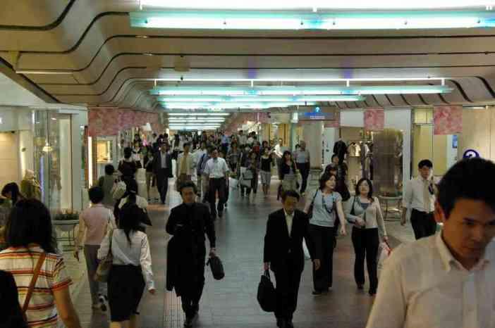 Galerie commerciale sous une rue de Kobé, dans le quartier de Sannomiya (12 septembre 2007)